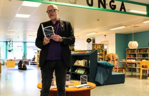 Anthony Jones läste både sonetten The Alcoholist och andra delar ur sin bok Episodes and Fragments. Foto: Peter Nyberg.