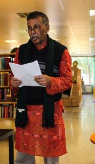 Kajal Bandyopadhyay läste dikter om manligt och kvinnligt. Foto: Peter Nyberg.