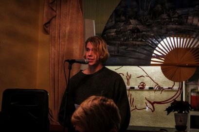 Poeten Petter läste nyskriven dikt.
