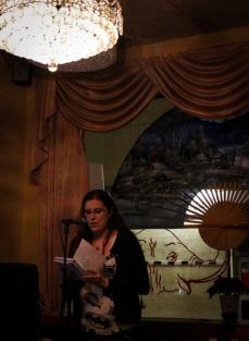 Linda Aspring läser nyskriven dikt.
